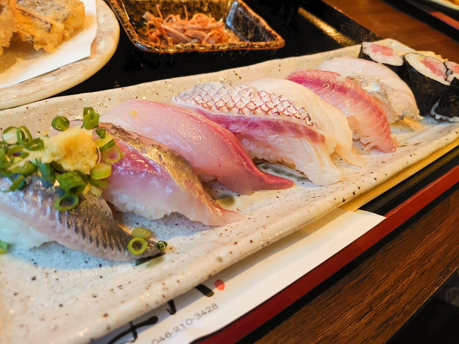 与八近海地魚にぎり(竹)アップ画像