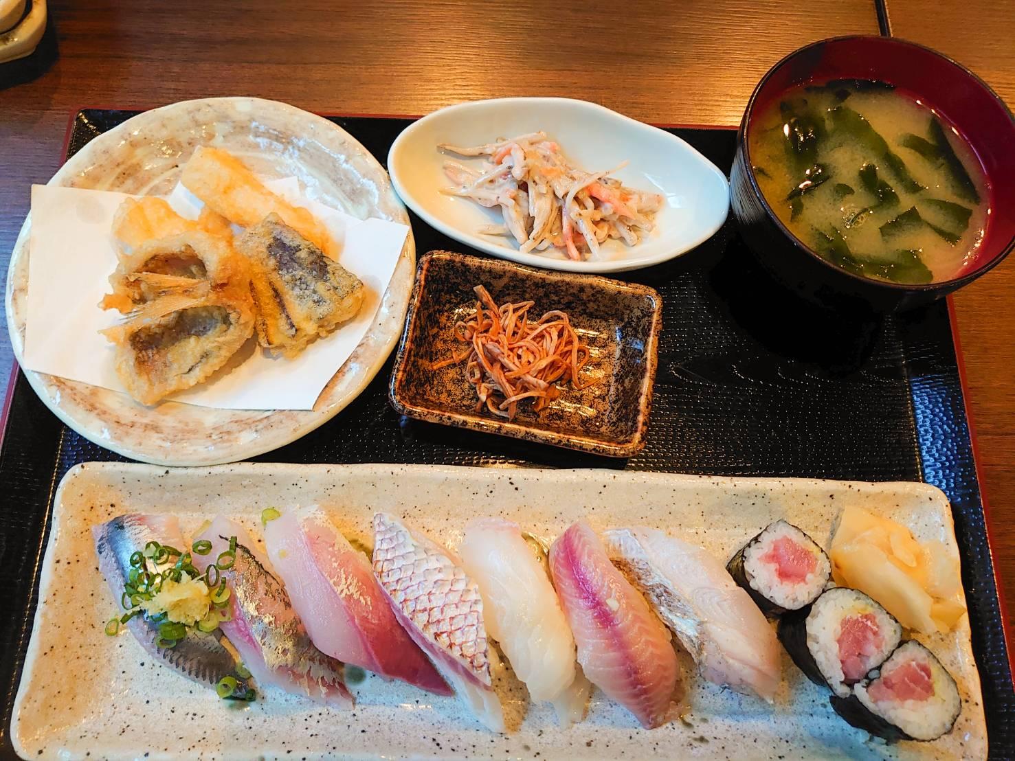 与八近海地魚にぎり(竹)