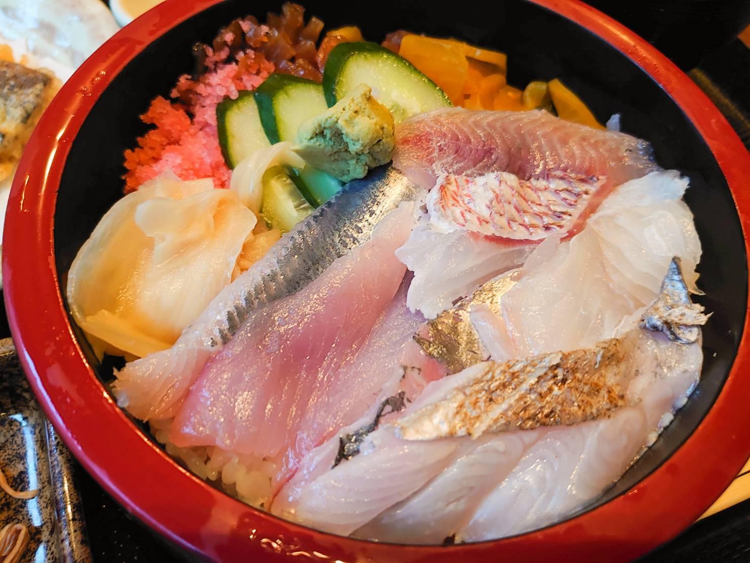 与八近海地魚ちらし(竹)アップ画像